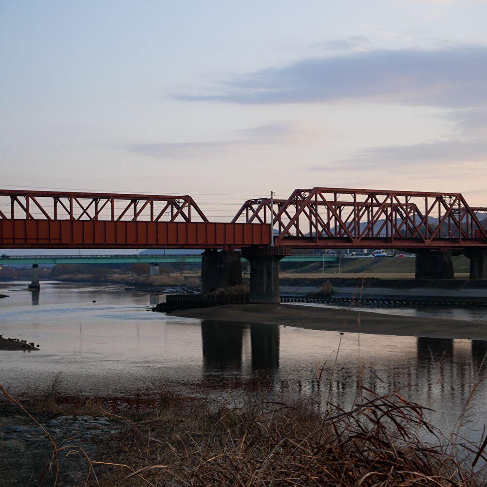 高瀬船着場跡から望む菊池川にかかる線路