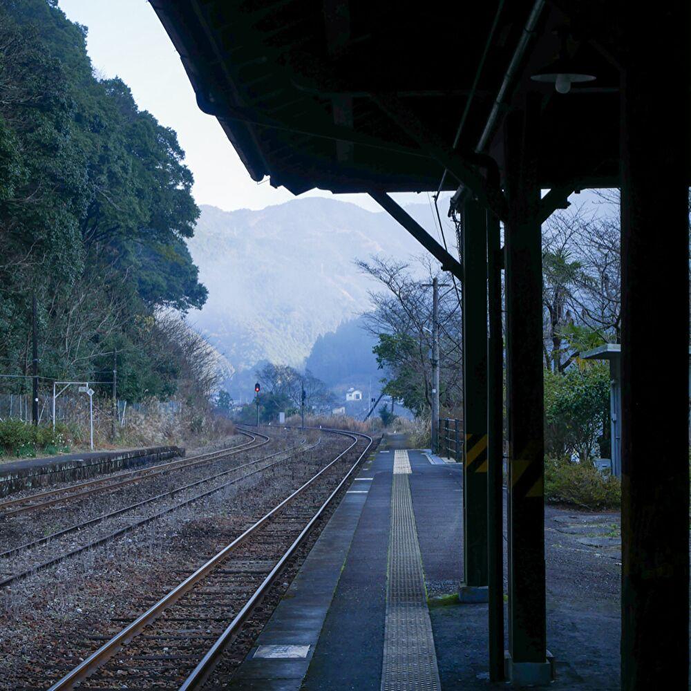 いだてん高瀬駅の撮影場所であるJR肥薩線白石駅のホーム