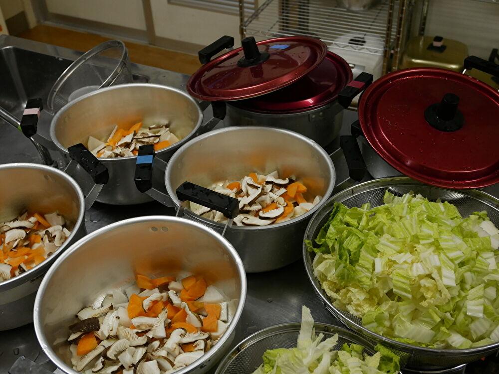 とっぱ食堂@南関中学校、献立みそ汁の準備。